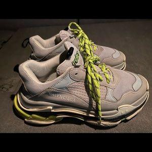 Triple S Balenciaga sneaker shoes